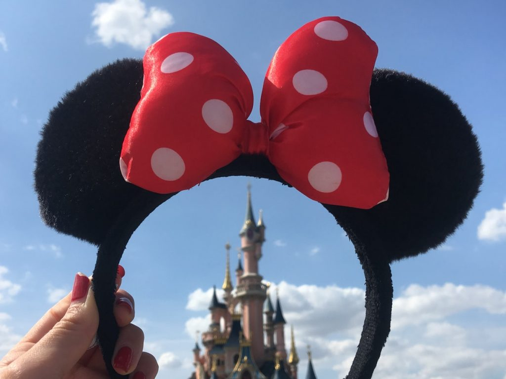 how to start a travel blog as a travel agent | disney minnie ears